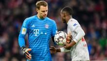 Manuel Neuer (in blau) wurde am Wochenende gleich dreimal von DüsseldorfsDodi Lukebakio bezwungen