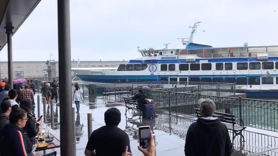 53 Passagiere an Bord: Fähre kracht ungebremst auf Anleger