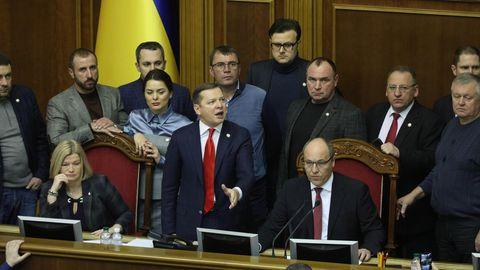 News des Tages: Ukrainisches Parlament stimmt 30-tägigem Kriegsrecht zu
