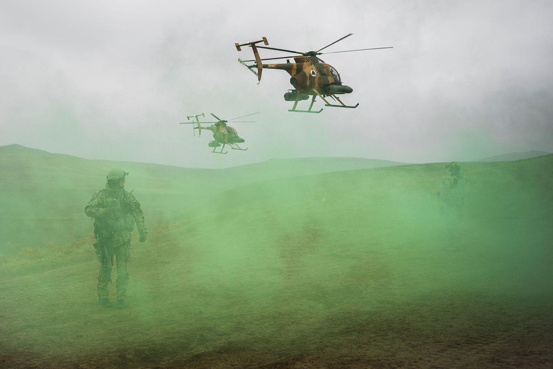 Übung der Afghanischen Luftwaffe mit Helikoptern