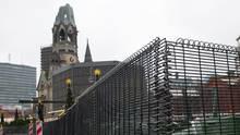 Der Weihnachtsmarkt am Berliner Breitscheidplatz - Gitter und Poller gegen den Terror