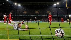 Manuel Neuer kassiert gegen den BVB das 2:2