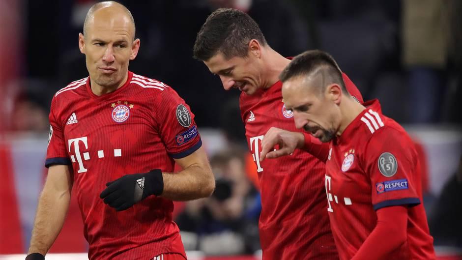 Robben, Ribéry und Lewandowski feiern 5:1 des FC Bayern über Benfica in der Champions League
