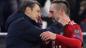 Trainer Niko Kovac (l.) vom FC Bayern München mit dem Spieler Franck Ribery