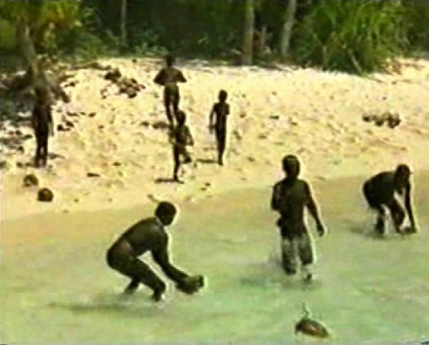 Die freiwillig abgeschottet auf der Insel lebenden Sentinelesen gelten als das letzte, vorjungsteinzeitliche Volk der Erde