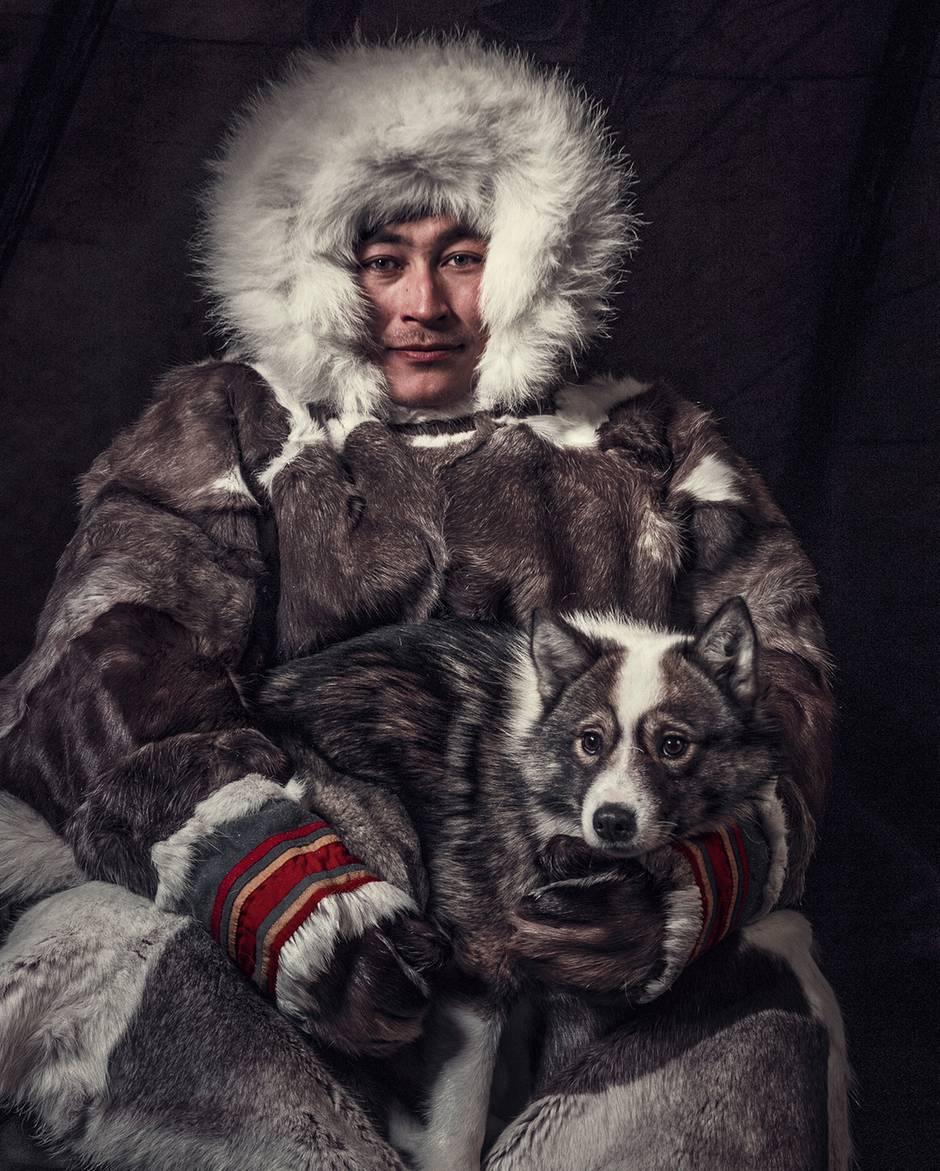 An der Nordküste Sibiriens: Herr und Hund: So entstand das bemerkenswerte Foto im Tipi