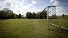Der irische Fußballklub Ballybrack FC täuschte den Tod eines Spielers vor, offenbar um eine Spielabsage zu erzwingen