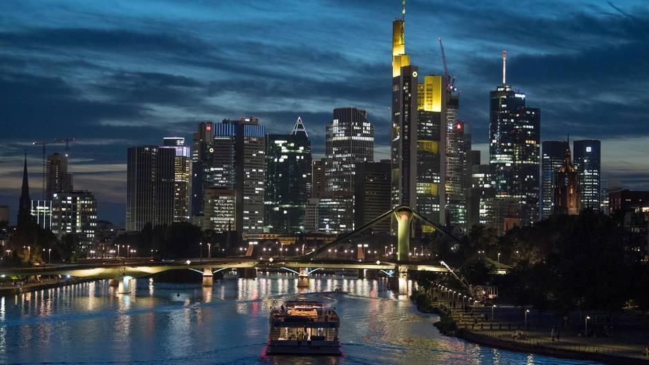 "Netflix-Serie ""Skylines"": Frankfurt bei Nacht"