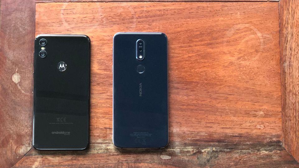 Nokia 7 Motorola One