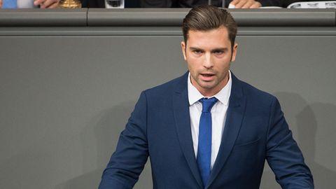 AfD-Verteidigungspolitiker Jan Nolte im Bundestag: Der Abgeordnete beschäftigt einen Mitarbeiter, der bis vor kurzem unter Terrorverdacht stand.
