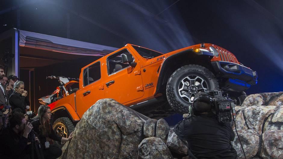 Limousinen sind langweilig und brav - ein Fahrzeug wie der Gladiator macht den US-Käufern Spaß.