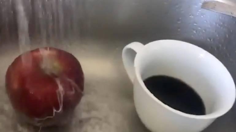 Wachsschicht: Das passiert, wenn Sie einen Apfel unter heißem Wasser waschen