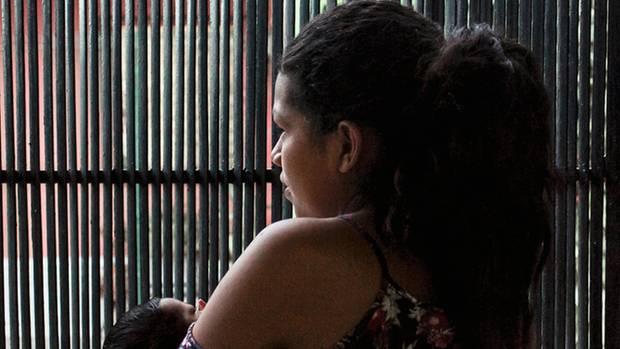Die junge Keyli Sofia Mayorga hat ihr Baby auf der Flucht zur Welt gebracht