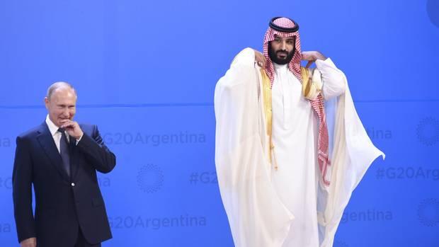 Russlands Präsident Wladimir Putin (l.) und der saudische Kronprinz Mohammed bin Salman beim G20-Gipfel in Buenos Aires (Argentinien)