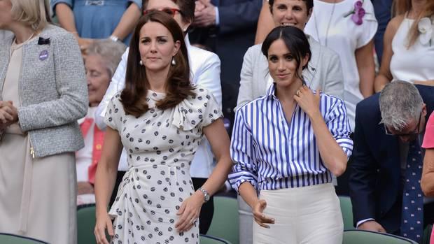 Kate (l.) und Meghan im Sommer bei dem Besuch eines Matchs in Wimbledon