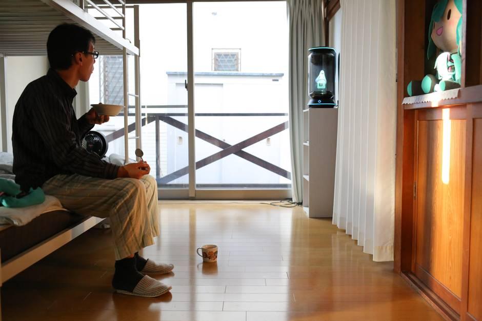 Akihiko Kondo in seiner Wohnung
