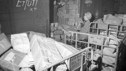Früherer DDR-Postminister: Warum die Stasi systematisch Westpakete plünderte