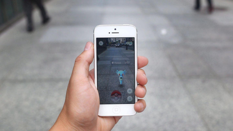 Handy mit Pokémon Go