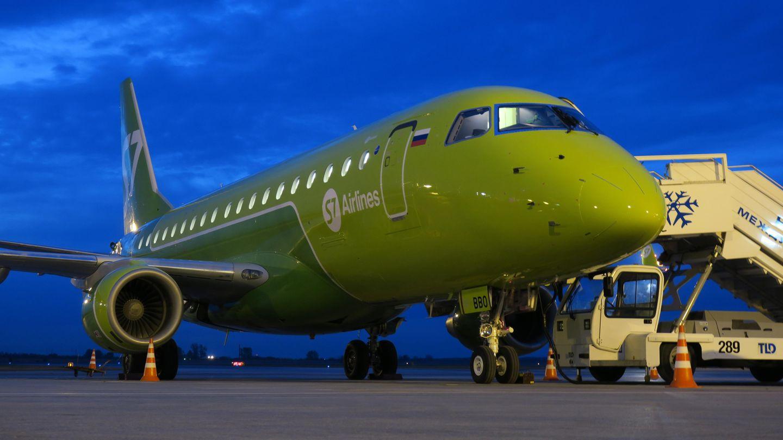 Eine Maschine vom Typ Embraer 170 der russischen Fluggesellschaft S7