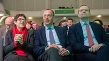 Annegret Kramp-Karrenbauer, Friedrich Merz (M.) undJens Spahn Anfang Dezember in Sachsen. Das Rennen um Merkel-Nachfolge könnte spannender werden, als viele zunächst erwartet hatten.