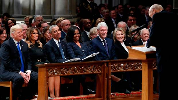 Donald Trump auf Trauerfeier bei Bush