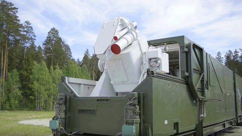 Der Laser wird in einem geschützten Container transportiert.