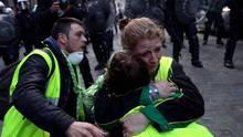 """Sie nennen sich """"Gelbwesten"""" und sieprotestieren in ganz Frankreich und mittlerweile auch in Nachbarländern wie hier in Belgien. Ihre Motive sind diffus - aber der Blick aufs gelbe Jersey eint. Ein Blick auf ihre Ziele."""