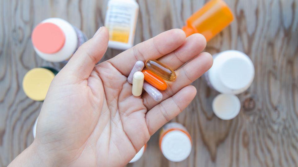 Unterschiedliche Vitaminpillen zur Einnahme