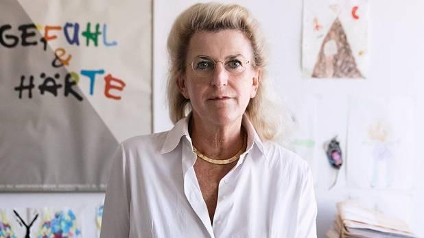 """Ulrike Sachenbacher, 56 ist seit 2009 Familienrichterin am Amtsgericht München. Sie ist zusammen mit einem Kollegen zuständig für die Kooperation mit Jugendamt und Jugendpsychiatrie und Mitglied im Arbeitskreis für das """"Münchner Modell"""". Es will zerstrittenen Eltern helfen, """"eigenverantwortlich möglichst rasch eine tragfähige Lösung""""zu finden. Sie ist Mutter von vier Söhnen."""