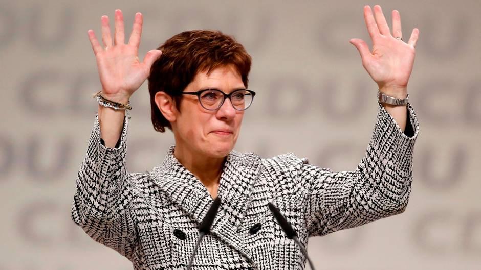 """Parteitag in Hamburg: """"CDU, das ist unsere Familie"""" – Mit dieser Rede überzeugt AKK die Delegierten"""