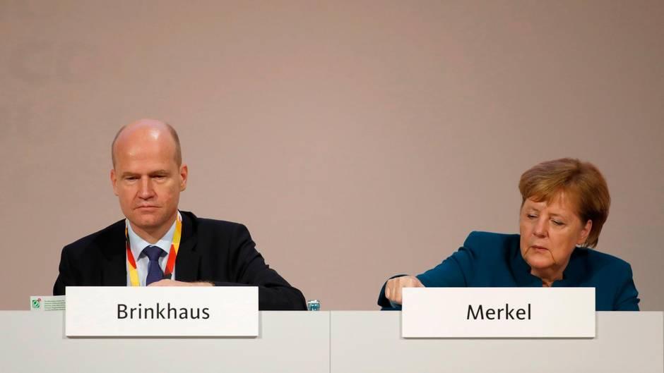 Ralph Brinkhaus und Angela Merkel: Der CDU-Parteitag unterstützt denUN-Migrationspakt