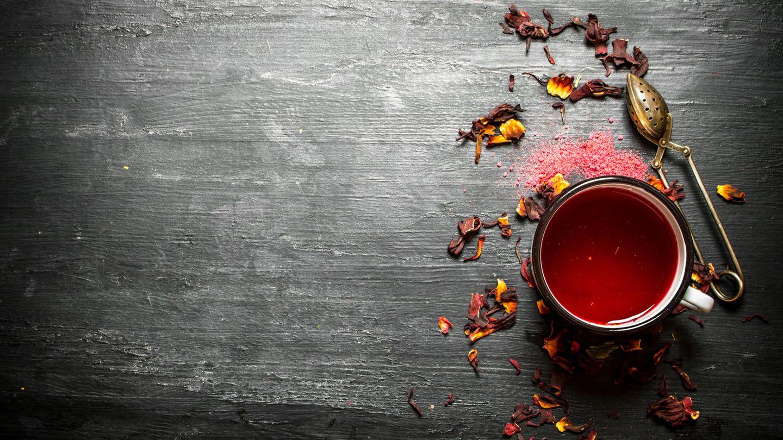 Früchtetee  Kaum ein Getränk wärmt mehr als Tee. Trinken Sie den ungezuckert, kommen Sie auf eine unschlagbare Kalorienzahl. Mit nur 2 kcal pro 200 ml machen Sie beim Früchte, Schwarz- oder Grüntee nie etwas falsch. Möchten Sie es weihnachtlicher? Geben Sie eine Stange Zimt hinein. Oder kochen Sie heißes Wasser mit Kardamom und Nelken auf.