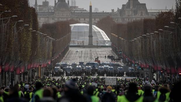 """Frankreich - Hunderte Festnahmen bei """"Gelbwesten""""-Protesten - Zusammenstöße mit Polizei"""
