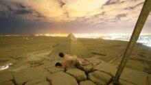 Foto von Andreas Hvid, das ein Paar beim Sex auf der Gizeh-Pyramide in Ägypten zeigen soll