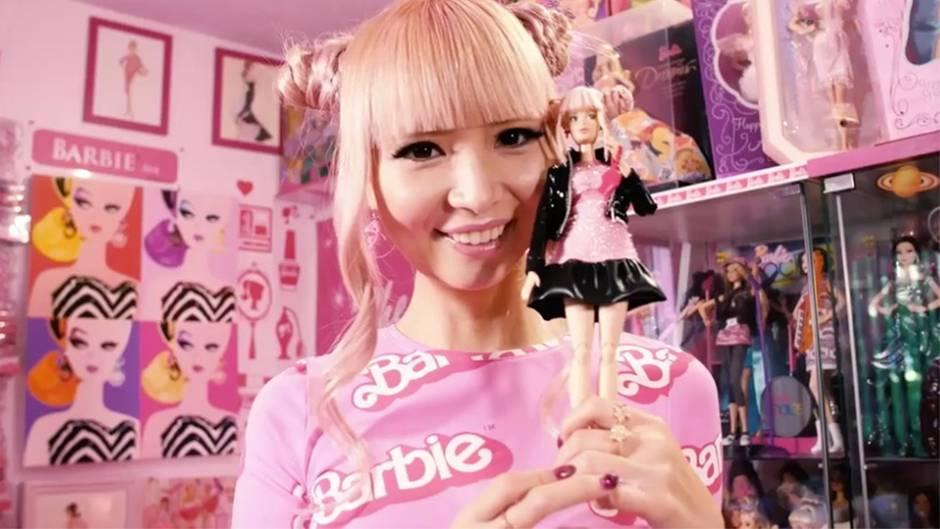 Fanatische Sammlerin: Diese Frau hat ihr Leben in eine Barbiewelt verwandelt