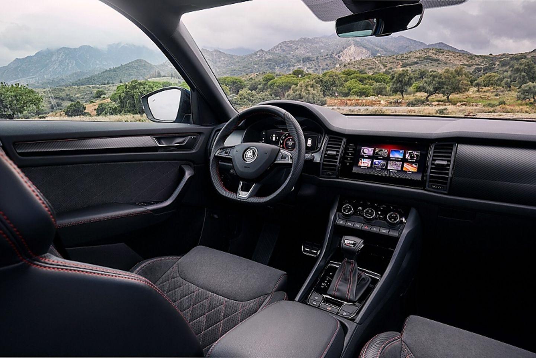 Das Cockpit im Skoda Kodiaq RS wirkt aufgeräumt