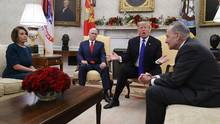 Präsident Trump mit Demokraten im Oval Office