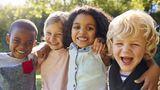 Kindergeld steigt  Ab 1. Juli 2019 erhalten Eltern für jedes Kind zehn Euro mehr Kindergeld im Monat. Der Kinderfreibetrag, den Eltern ab einem bestimmten Einkommen anstelle des Kindergeldes erhalten, steigt schon ab Januar von 4788 Euro auf 4980 Euro.