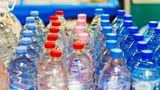 Neue Getränkepfandregeln  Zum 1. Januar tritt ein neues Verpackungsgesetz in Kraft, das höhere Recyclingquoten vorschreibt.An Regalen in Supermärkten und Getränkeläden muss nun gut sichtbar gekennzeichnet werden, ob der Kunde Einweg- oder Mehrwegflaschen vor sich hat. Zudem fällt künftig Pfand auch auf Fruchtschorlen, Milchmischgetränke und einige Energydrinks an. Säfte und Wein bleiben pfandfrei.