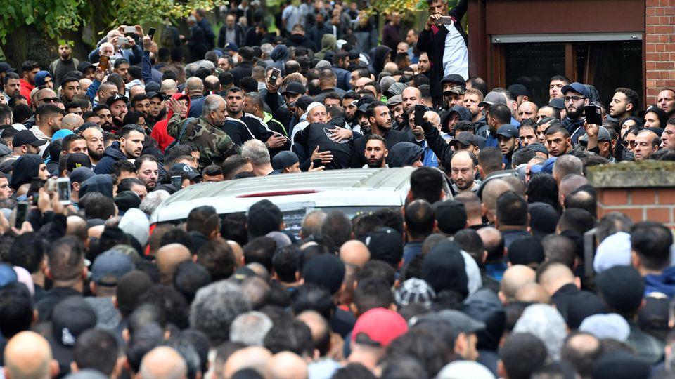 Clan-Mitglied Nidal R. wird auf offener Straße erschossen - zahlreiche Gäste kommen zu seiner Trauerfeier