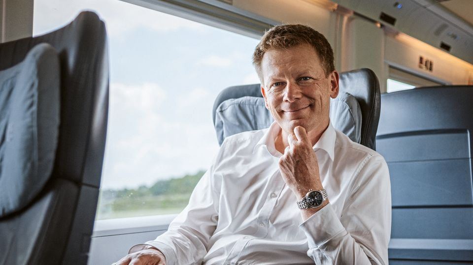 Der Bahnchef: Richard Lutz leitet die Deutsche Bahn AG seit gut eineinhalb Jahren. Er stammt aus einer Eisenbahnerfamilie und kennt die Probleme des Konzerns.