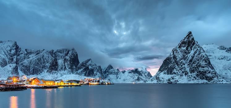 """Das Insel Sakrisøy auf den Lofoten: eines der vielen Motive aus dem Bildband """"Faszination Nordnorwegen""""von Thomas Kleine"""