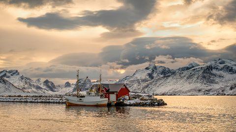 Bei Ramberg , einem Dorf auf der Insel Flakstadøya im Lofoten-Archipel in Nordland