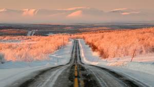 Auf der E6 im hohen Norden Norwegensbei Karasjok, dicht an der Grenze zu Finnland