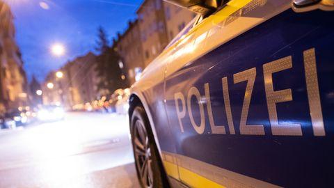 Polizeiwagen im Nürnberger Stadtteil St. Johannis, wo die Attacken stattfanden