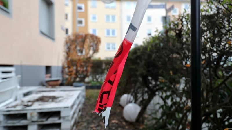 Sonderkommission fahndet: Nürnberg: Unbekannter sticht auf drei Frauen ein