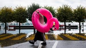 Szene von der überfluteten Seepromenade am Lago Maggiore im November