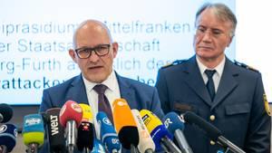 Thilo Bachmann (l), Leitender Kriminaldirektor und Roman Fertinger, Polizeipräsident des Polizeipräsidiums Mittelfranken