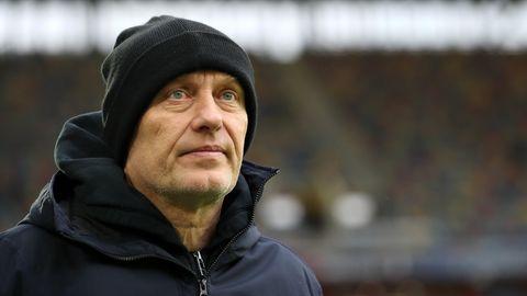 """""""Die Mannschaft war schwach. Und ich war es wohl auch. Sonst spielt eine Mannschaft nicht so.""""  (Freiburgs Trainer ChristianStreich nach dem 0:2 in Düsseldorf)"""
