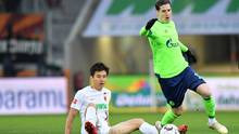 Verlierer des Tages  Der Verlierer des Spieltages trägt in diesem Fall neon-grün (und nicht königsblau), Schalke taumelt weiter mit schwachen Leistungen durch die Liga. In Augsburg reichte es nur zu einem glücklichen 1:1, aktuell steht Tabellenplatz 13 zu Buche mit 13 Punkten Rückstand auf einen Champions-League-Platz. Dass Schalke in das Achtelfinale der Champions League eingezogen ist und damit offiziell zu den 16 besten Mannschaften Europas gehört, darf nicht darüber hinwegtäuschen, dass es Probleme gibt. Spielerisch liefert das Team von Trainer Domenico Tedesco eine dürftige Vorstellung nach der anderen ab. Das war im Übrigen auch schon der Fall, als noch nicht der gesamte Sturm verletzt ausgefallen ist.